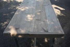 Tafel met dikke tafelrand