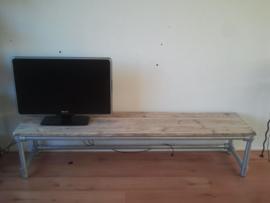 Tv meubel steigerbuizen