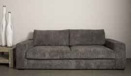 Lorenzo loveseat