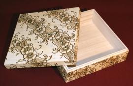Vierkante houten doos