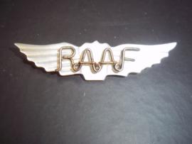 Sweetheart van parlemoer met daarop geplaatst RAAF. Royal Australian Air Force. leuk gemaakt. RAAF kan ook staan voor Royal Army Air Force.