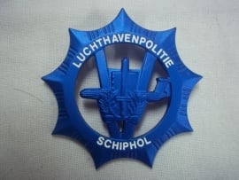 Dutch police cap badge of the Airport police Amsterdam- Schiphol. Nederlands politie embleem van de luchthaven politie Schiphol.