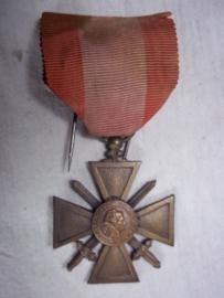 French medal croix de guerre Theatres d` Operations Exterieurs.Franse medaille voor gevechten buiten Europees Frankrijk TOE