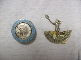 Two badges of the Observer corps, very rare. twee emblemen van het Observer corps, petembleem en memberbadge