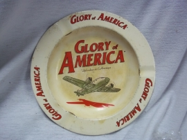 Ashtray metal sixties Glory of America with aeroplane. Blikken asbak jaren 60 met vliegtuig