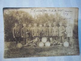 Duitse postkaart, groep soldaten met bazuinen