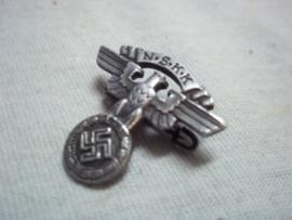 German stickpin NSKK, with RzM number.Duits draagspeldje NSKK Kraftfahrt Korps.