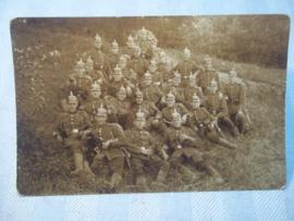 Duitse postkaart, groep soldaten met pickelhauben Pruisen