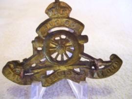 English cap badge Royal Artillery, Engels baretembleem