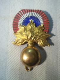 French cap badge shako Mdl. 1886 infantry. Frans sjako embleem infanterie met metalen cocarde.