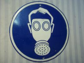 Warning sign, Wear gasmask.  Waarschuwingsbord voor het dragen van gasmaskers of zuurstof filters decoratief bordje voor de Mancave.