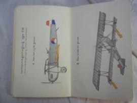 Dutch military instruction book  Nederlands handboek Velddienst voor 1940 met veel afbeeldingen.