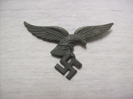 German cap badge Luftwaffe early model with drop tail. eerste model luftwaffe adelaar voor op de pet