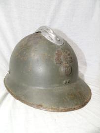 French helmet M-1926 with infantry badge first pattern. Franse helm model 1926 met infanterieembleem, 1e model in een mooi gebruikte staat met binnenwerk.