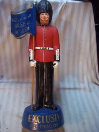 Reclame pop pijp tabak reclame HOUSE of EXCLUSIV. Hard plastic, ongeveer 60 cm hoog. voorstellende een Engelse Guards soldaat. gemaakt in Duitsland.