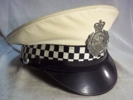 British police cap with with cover of the traffic police SOUTH- WALES CONSTABULARY. Engelse politie pet met witte overtrek.