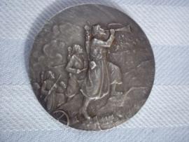 French medal Zoaven. Franse penning, zilveren uitvoering, zouaven in de aanval, maker L.O. Mattei. diameter  4,5 cm, zeer aparte en zeldzame penning.