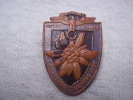 German tinnie, rally badge, Duitse tinnie NSKK Motorgruppe Hochland- Gruppenwettkämpfe 1939, gemaakt van leer, Lederplastik Leipzig. apart