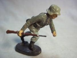 German soldier ELASTOLIN Duits speelgoed soldaatje