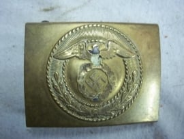 German belt buckle of the SA, well polished, see the hole in the eagle.Duits koppelslot koper van de SA, goed gepoetst, daarom dat gat in de adelaar.