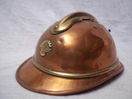 Trench art French helmet very rare. 17 by 12 cm.Loopgravenkunst Franse helm, zeer bijzonder dit soort specifiek gemaakte items, kepie, helm tank geweer enz. dit soort items worden veel gezocht je ziet ze ook al in kunstgallerijen.