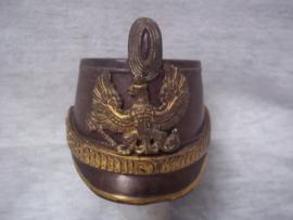 Bronzen miniatuur Schako, Pruisen, met los embleem en cocarde en vuurvergulde accenten, afmeting 8,5 cm bij 7 cm hoog. Leuk zeldzaam bronsje en gedetailleerd gemaakt TOP stuk.