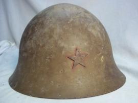 Japanese helmet model 1890. Japanse staalhelm M-90 zo van de zolder untouched. zeer mooie en zeldzame complete helm, meegenomen door een oud- Indie ganger tijdens de politionele acties.