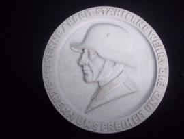 Duitse metalen plaquette van de ANKER staalfabrieken, die onder andere de Duitse staalhelm maakte. zeer bijzonder.