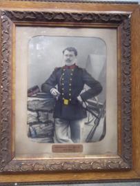 Grote foto Belgische soldaat in lijst, soldaat draagt het vroege uniform 1914-1915 met typisch hoofddeksel . ingekleurd.