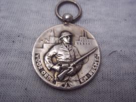 Zilveren medaille met merkteken, B.V.L. Bijzondere vrijwillige Landstorm Burgerwacht, voor orde en recht korpsprijs, zeer bijzonder. merkteken bij ophangringetje.