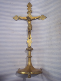 Bronse crucifix. Bronzen kruisbeeld uit kapel of kerk, zo rond 1910- 1930. mooi gemaakt en gedetailleerd. hoogte 58 cm. breed 28 cm.