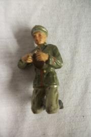German toy soldier, eating bread. Duits speelgoed soldaat maakt zijn brood klaar apart