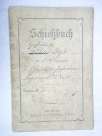 German Schiessbuch 1884-1885, Duits schiet registratie boekje uit 1885 met leuke afbeeldingen, zijn resultaten en schietdiploma.