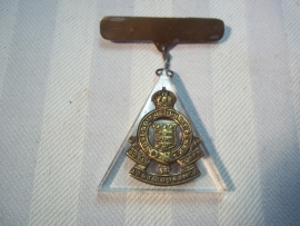 British sweatheart Royal Army Ordnance Corps. Engelse sweatheart, embleem op plexiglas.