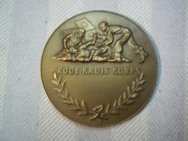 Nederlandse bronzen penning Rode Kruis Korps jaren 40-50. uitgereikt en op naam.