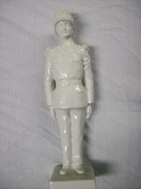 Statue of a Italian soldier made of china. Porseleinen beeldje van een Italiaanse soldaat