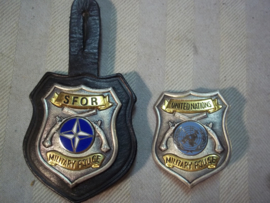 US Military Police badge, numbered, used by S.F.O.R. and United nations forces. Militaire politie borsthangers, genummerd, van SFOR en UN zeer bijzonder