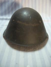 Former East- Germany steelhelmet first pattern. DDR- NVA staalhelm 1e model met 2 nieten en lederen binnenwerk, mooie gedragen staat, leuk Koude- oorlog item.