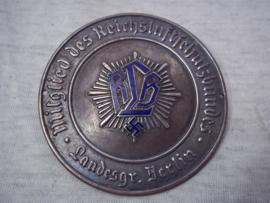 German plaque of the Civil defence. Duitse deur plaquette van de RLB Mitglied des Reichsluftschutzbundes Landesgruppe Berlin, met een blauw geemailleerd RLB vroeg model zware kwaliteit Zeldzaam met emaille.