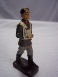 German toy soldier wounded.Duits gewonden speelgoed soldaatje LINEOL