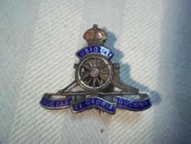 British sweetheart sterling silver, Royal artillerie, Engelse broche voor het thuisfront mooi artillerie embleem zilver met emaille.