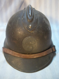 French helmet M-26 with infantry badge nice condition. Franse helm met 2e model infanterie embleem Casque adrianne 1926 goede staat.