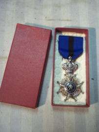 Belgium medal in box, with two languages. Belgische leopold medaille in doos, 2 talig