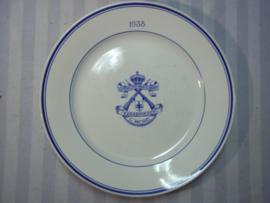Belgium plate, made in Holland, Belgisch bord met embleem koninklijke Karabinieren  St.Michel 1938