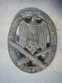 German assault badge, no maker, late period. Duits Aanvals insigne, geen maker, mooie losse speld inzetting