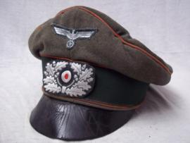 German army crusher cap, red ribbon, artillery. Duitse officiers wehrmacht pet rode bies Artillerie van het crusher type, maker EREL. gedragen staat.