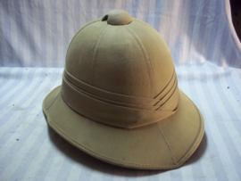 British pith helmet nicely marked in a very good shape. 1941. Engelse tropenhelm, met maker en datum zeer goede staat