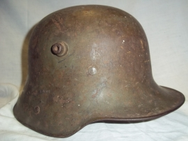 German helmet M-1916 with original liner and colour, maker G62, very nice untouched helmet. Duitse helm model 1916 met origineel binnenwerk en kleur, mooi complete helm.
