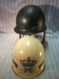 US M1 helmet Dutch military Police, rare, Amerikaanse M1 helm Met embleem Koninklijke Marechaussee,Nederlands- Indie-Korea periode, vrij zeldzaam. helm sluit voor, helmnummer is 691 ( sept.-okt. 1943)