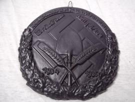 German ironcast plaque of the German Labour party. Duits gietijzeren plaquette  1934-1935 Nationalsozialistischer Arbeitsdienst Hövelhof/ Senne - Abteilung 6/204  diameter 20 cm.